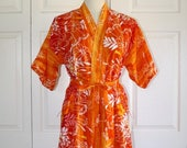 50% OFF SALE Floral Lingerie Robe . Vintage 1970s Greenecastle Kimono Robe . 70s Retro Short Belted Asian Style . Size Small Medium