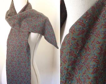 des années 1970 paisley vert torquoise et foulard en coton rose, violet