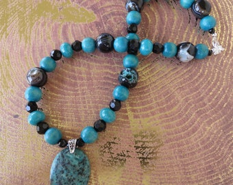 Teal Wood Mountain Jade And Swirled Agate Beaded Necklace With Pendant
