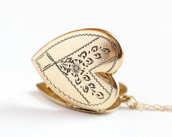Vintage Heart Locket - 1940s Mid Century Necklace Yellow Gold Filled - Floral Leaf Flower Pendant Jewelry Keepsake Photo Photographic Memory