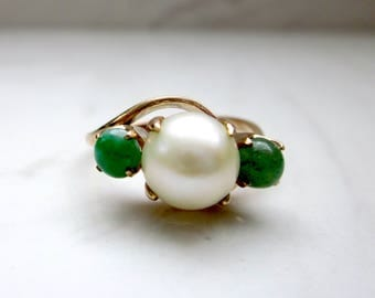Vintage Midcentury Pearl and Jade 14k Solid Yellow Gold Engagement Ring, Size 6 // Vintage Pearl Ring //