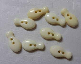 8 Matching White Plastic Bowling Pin Buttons   ODW15