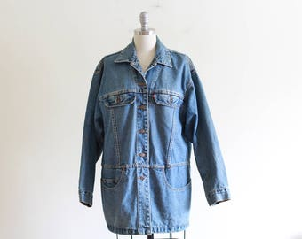 Vintage 90's Oversized Levis Denim Jacket / Medium Wash  / Classic look / Made in the USA