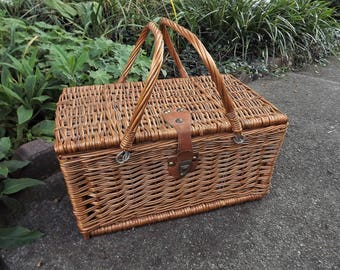 Woven Picnic Basket, Vintage Wicker Picnic Basket, Large Basket with Metal Handles Leather Latch, Wicker Storage Container, Craft Storage