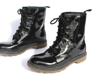 women's size 8 black 90s GRUNGE Dr. Marten's STYLE nirvana combat style rugged boots