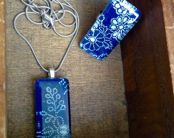 Sale Deep Blue Floral Glass Pendant Necklace and Ring Set - blue and white Ready to ship