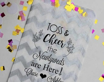 GLAMSALE Wedding Petal Toss Bag - Toss and Cheer the Newlyweds are Here - Confetti Toss Bags - Paper Favor Bags - 25 Bags