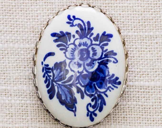Flow Blue Porcelain Brooch Vintage Painted Navy Flower Oval Silver Frame Broach Vtg Pin 7JJ