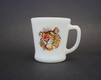 Vintage Milk Glass Esso Tiger Coffee Mug (E9210)