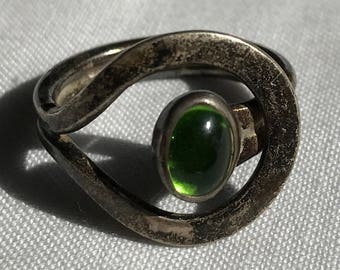 Sterling Silver Green Stone Ring-Size 8