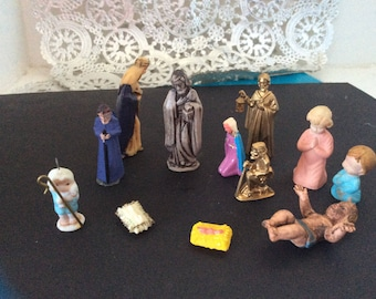 Lot of Miniature nativity pieces from various sets