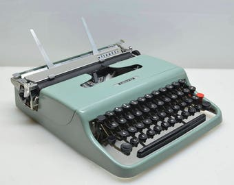 SALE! 1954 Olivetti Lettera 22 Serviced Manual PortaleTypewriter, Classic Machine Art by Marcello Nizzoli, Made in Italy, Sea Green, Typing