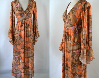 1970s Brown and Orange Novelty Print of a Dancing Couple Dress with Angel Sleeves