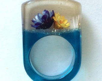 MOD Lucite Ring with Flowers