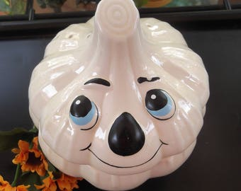 Vintage Garlic Keeper Ceramic Smiley Face Garlic Keeper Creamy White Garlic Bowl with Lid