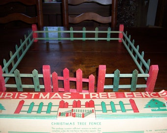 Vtg Folk Art Christmas Tree Picket Fence....Green, Red & White..Mid Century Rustic Feather Tree Fence..Cool..