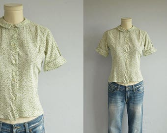 Vintage 1960s Blouse / 60s Floral Print Short Sleeve Shirt Top / Pintuck Patterned Shirt