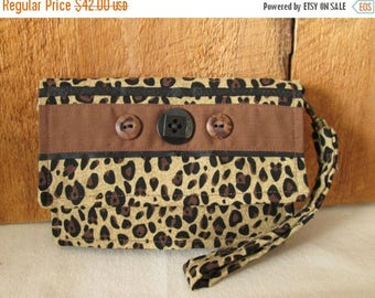 CIJSALE Wallet Cheetah/Leopard Spotted Print Accent Buttons Inside Pockets Magnetic Closure Wristlet