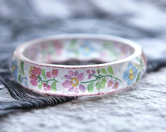 Facetted resin bangle with embedded ethnic embroidery art