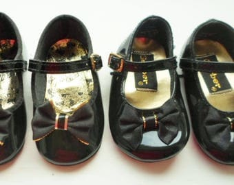 Vintage Black Patent Leather Toddler Or Baby Shoe, Bows, Gold, Gerber, Dyna Kids, Black and Gold, Made In USA, Little Girls Shoe, Baby Girl