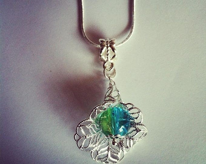 Pearl flower pendant chain green/turquoise Crackle Glass