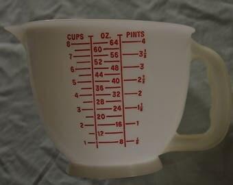Tupperware Liquid (4 Cup) Measuring Cup