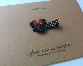 Adorable Minnie Mouse clip wrapped in black polka dot ribbon. MINNIE mouse, glitter minnie clip disney