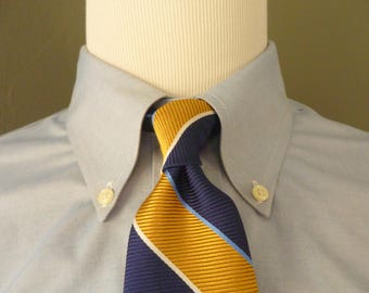 CLASSIC Vintage Brooks Brothers Makers & Merchants 100% Silk Regimental Repp Striped Trad / Ivy League Neck Tie.  Made in USA.