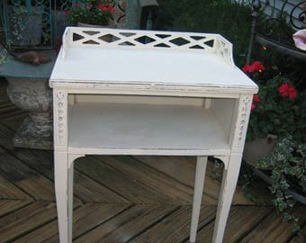 vintage sHaBbY chic telephone table