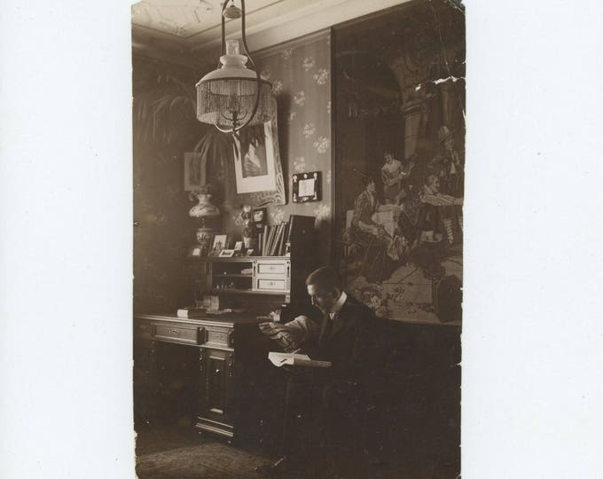 Vintage Snapshot Photo: Man Reading, 1908 (79605)