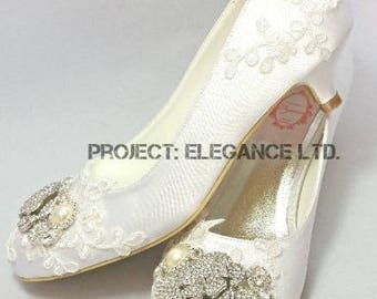 SALE!! Darcie Ivory Pearl, Lace, crystal, satin Vintage closed Toe, court shoes, lace low heel shoes, wedding shoes, bridal shoes, brooch