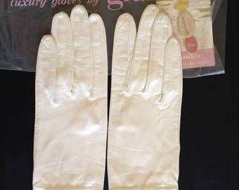 Womans White Leather Gloves by Grandoe, Size 7, White Wedding Gloves, Unlined Short Gloves, Driving Gloves