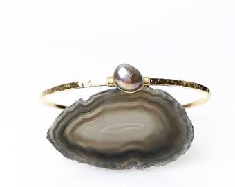 Lavender Baroque Pearl Bracelet / June Birthstone Gift for Wife, Mom / Lavender Bridal Jewelry / Freshwater Pearl Cuff Bracelet