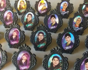 24 **Mal ONLY** DISNEY DESCENDANTS 2 cupcake rings picks or cake toppers birthday party treat bag favors Mal Evie Uma Ben Carlos Jay