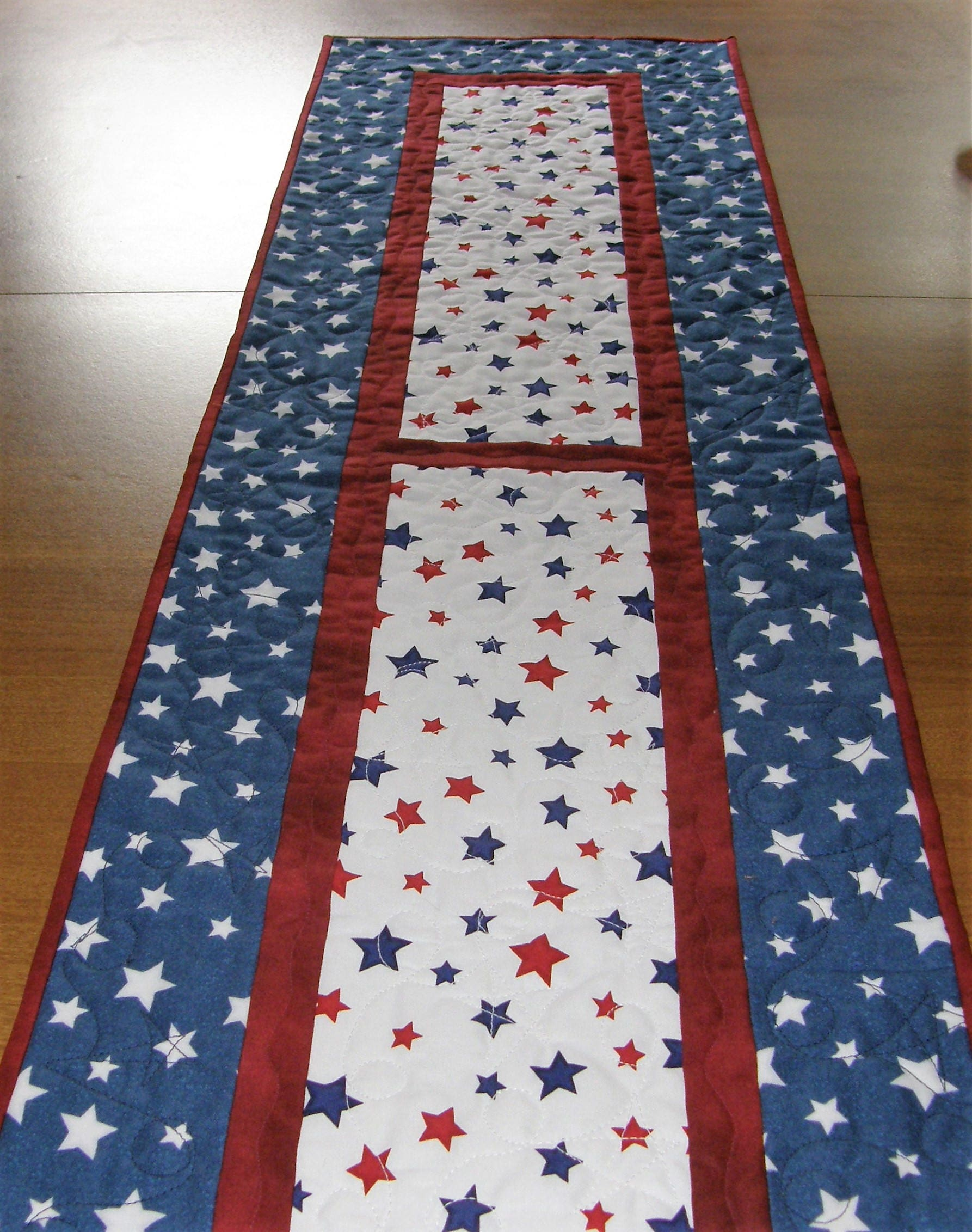 patriotic quilted table runner red white blue stars table. Black Bedroom Furniture Sets. Home Design Ideas