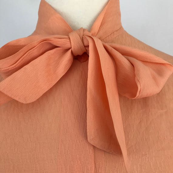 """Vintage orange blouse tricel peachy bow tie shirt 1970s made 50s 40s style sexy secretary UK 18 44"""" pussybow office Mod plus size volup"""