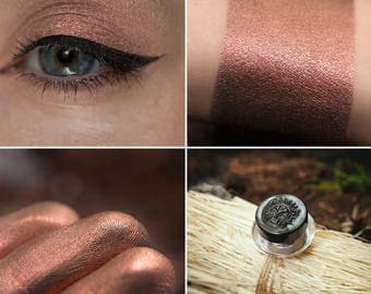 Eyeshadow: Shepherdess Young Ermines - Druidess. Beige-pink satin eyeshadow by SIGIL inspired.