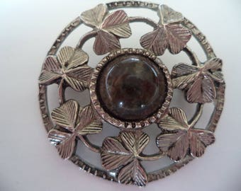 Vintage Unsigned Silvertone Pierced Shamrock Agate Circle Brooch/Pin