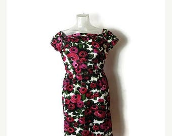 ON SALE Vintage Pink/Red Floral printed  Short sleeve Cotton Dress from 1960's*