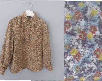 70s retro shirt. XXL size. Painterly print wool/synthetic women's longsleeed blouse with 2 front pockets. In a very good vintage condition.