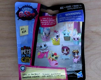 Littlest Pet Shop~Pets In The City~Puttin' On The Glitz~Pet Pack