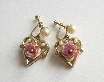 ON SALE Vintage Earrings Faux Pearl Earrings Dangle Earrings Heart Earrings Gold Vintage Unmarked Unsigned Screwback Vintage Earrings Jewelr
