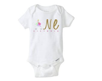 Personalized Unicorn first birthday onesie - Size 12 Months