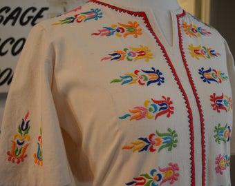 Vintage 1970s Llanis Mexican Oaxacan embroidered caftan kaftan maxi dress S / M small medium hippie boho