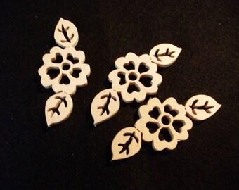 3 flowers, wood, 7 x 3 cm (01-0005A)