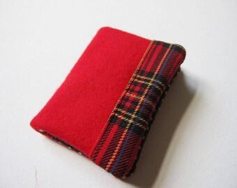 Mini wallet in red wool