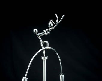 The Happy Couple - Kinetic Balancing Office/Desk Toy Physics Sculpture