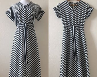 vintage 70's BLACK WHITE CHEVRON striped midi dress - small