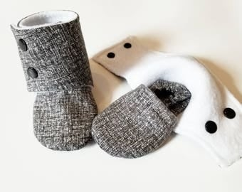 Baby Booties, Baby Gifts, Stay-on Boots, Fabric Baby Boots, Neutral Baby Boots, Baby Shower, Stay-on Booties, light Black Baby Boots