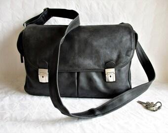 vintage LA BAGAGERIE black leather large  cross- body satchel / messenger bag